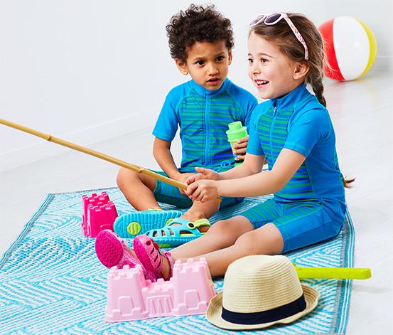 UV Einteiler mit Jungen und Mädchen