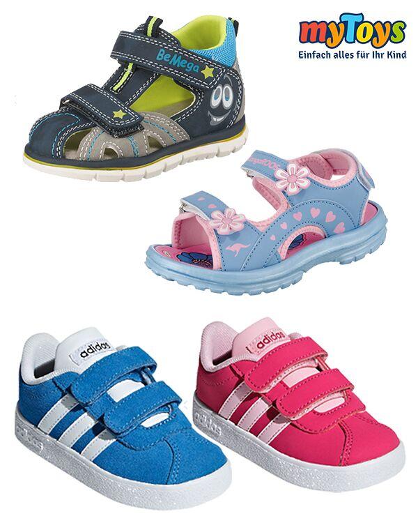 Schuhe Sammlung Sandalen und Turnschuhe