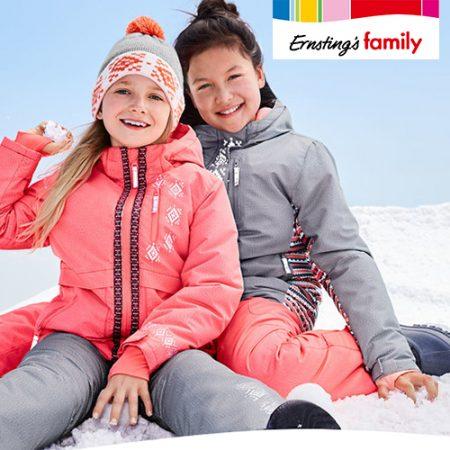 Kinder in Schneesachen