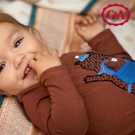 Baby in bärchen Outfit