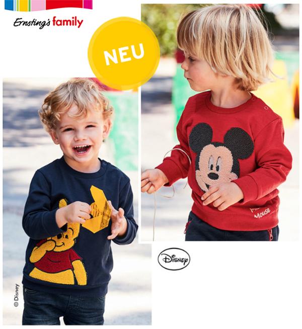 Kleine Jungs im Mickey Mouse und Winnie Pooh Pullover