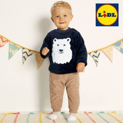 Kleinkind in Eisbär-pullover