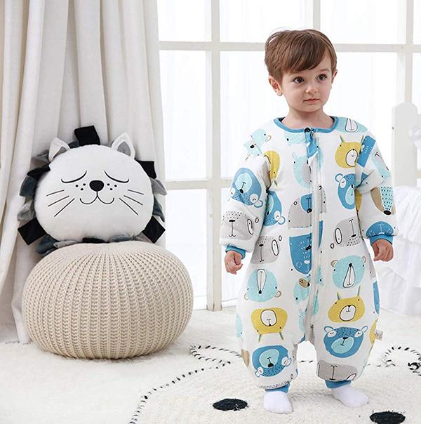 Kind in Schlafsack