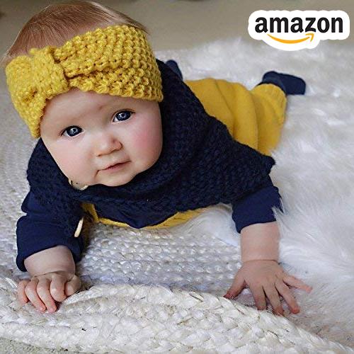Baby mit gelben Strick Stirnband