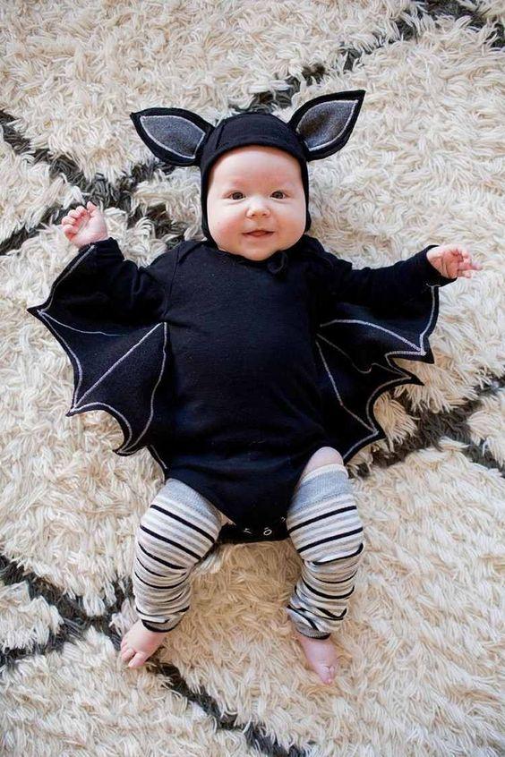 Baby in Fledermaus Halloween Kostüm