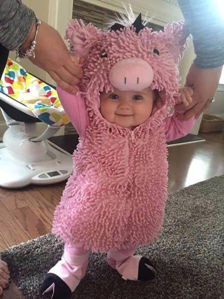 Baby in Ferkelkostüm