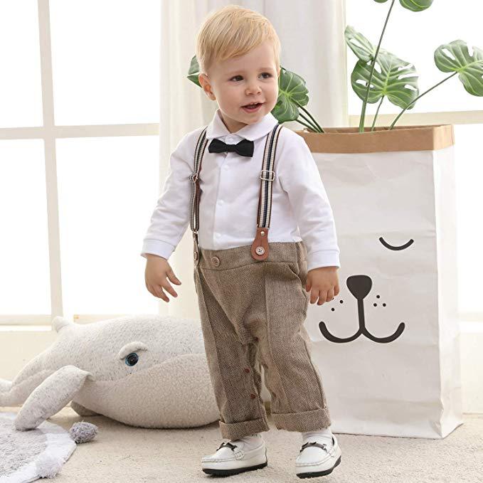 Junge im niedlichen Outfit