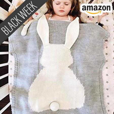 Baby unter Häschendecke