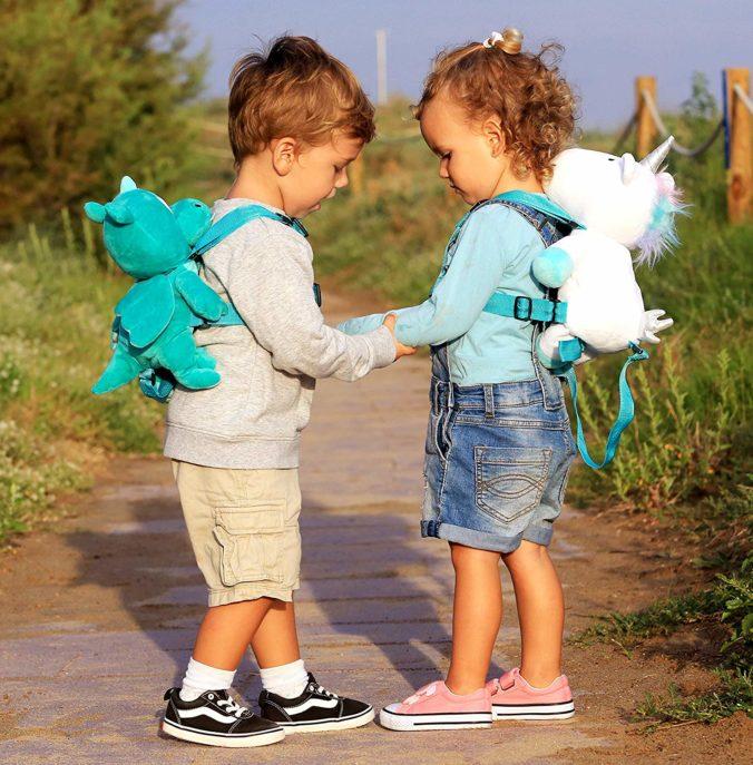 Kinder mit Einhorn rucksäcken