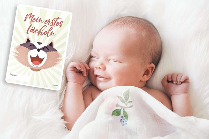 Baby lächelt