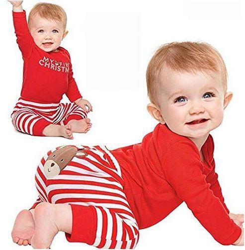 Baby mit My First Christmas Bekleidungsset