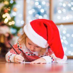 Kleinkind schreibt Brief