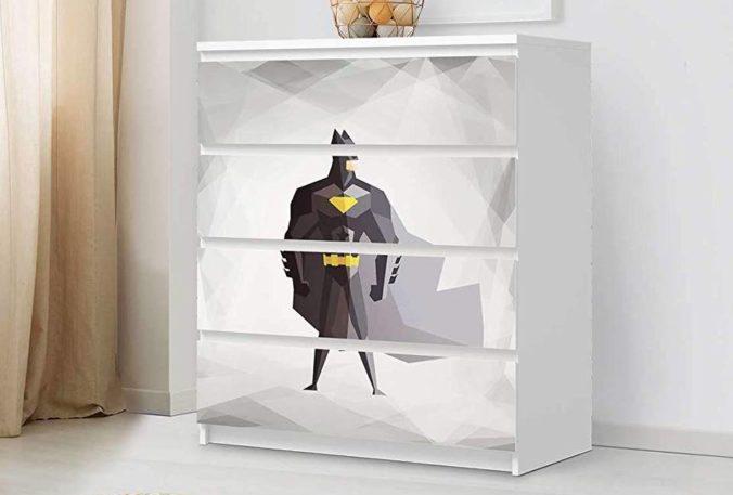Kommode mit Batman Sticker