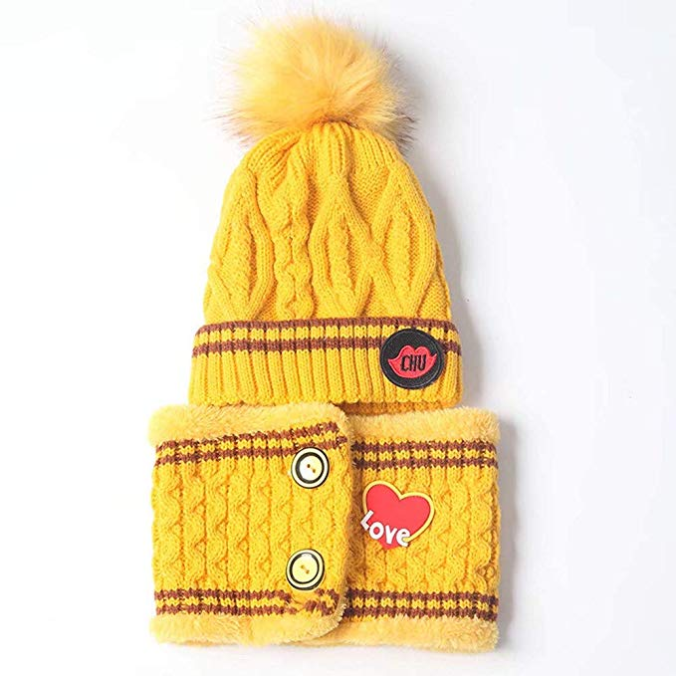 Gelbe Mütze und gelber Schal