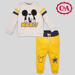 Bkleidungsset von C&A für Kinder mit Micky Mouse Motiv