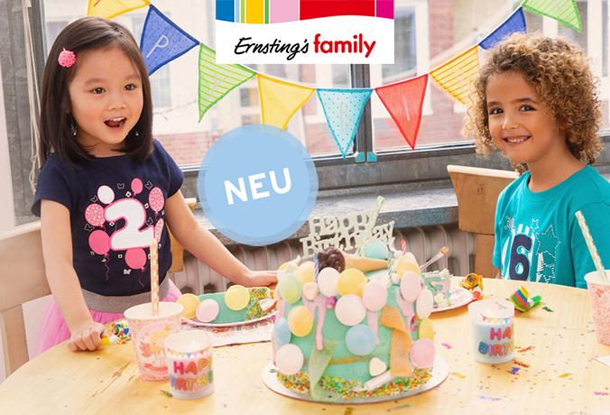Zwei kleine Kindern feiern Geburtstag