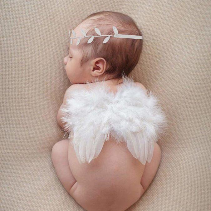Baby mit Flügeln