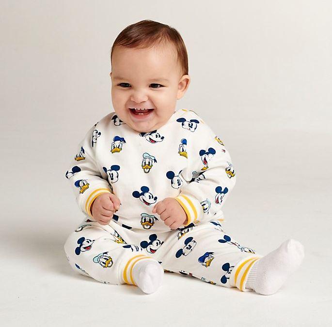 Baby in Mickey Bekleidungsset