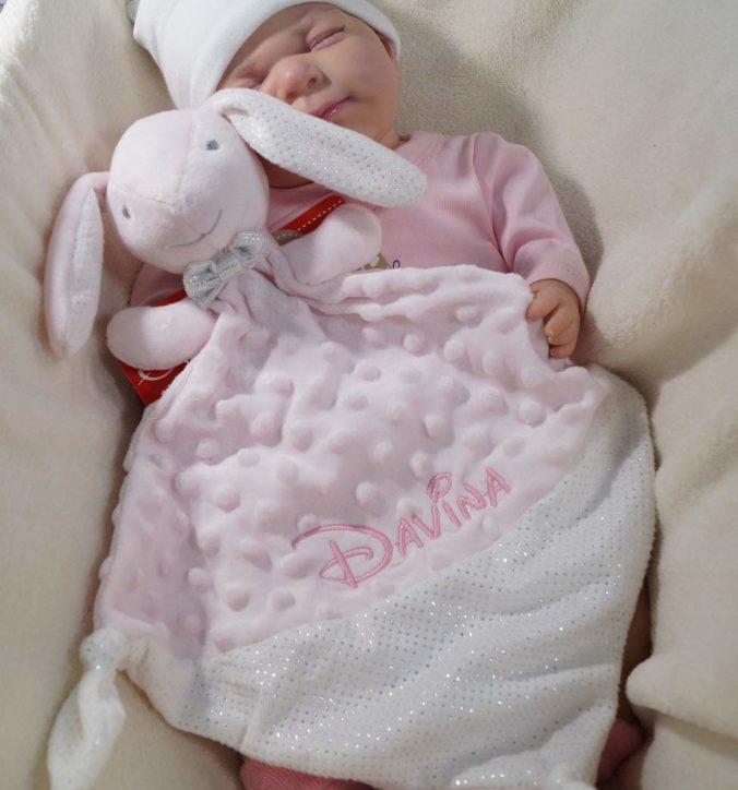 Babypuppe mit Schmusetuch
