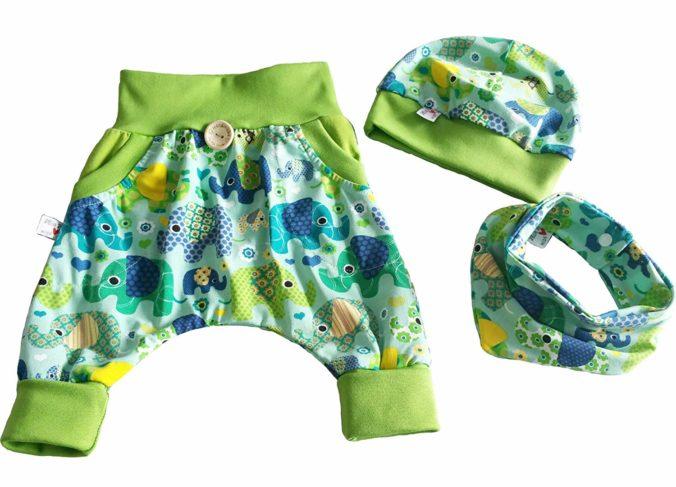 Babykleidung mit Elefanten-Motiv