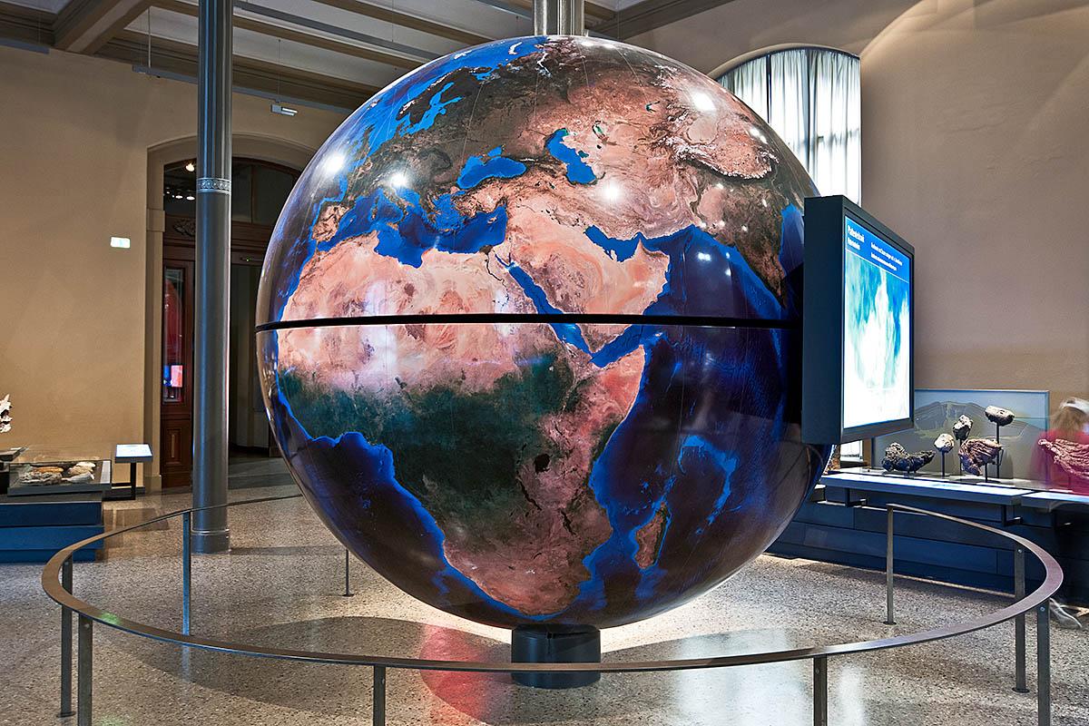 Großer Globus im Naturkundemuseum Berlin