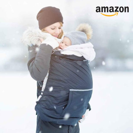 Frau mit Baby in Tragecover