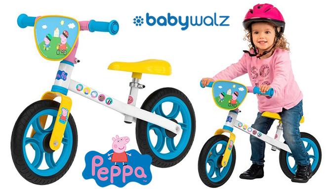 Kind auf Peppa Laufrad