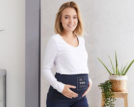 Schwangere Frau mit Bauchband