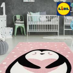 Kinderzimmer mit rosa Pinguinteppich
