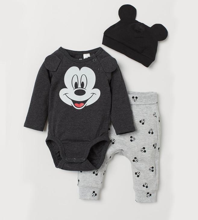 Babybody, Hose und Mütze mit Mickey Mouse Print