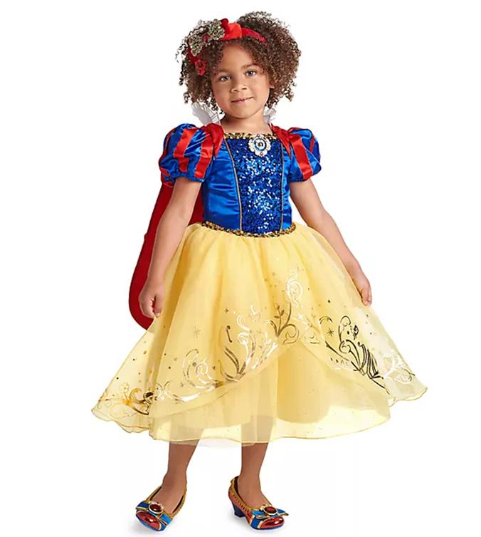Kind in Disney Prinzesinnen Kostüm