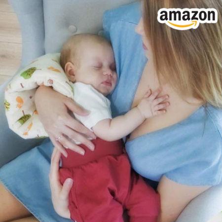 Mutter hält Baby auf dem Arm