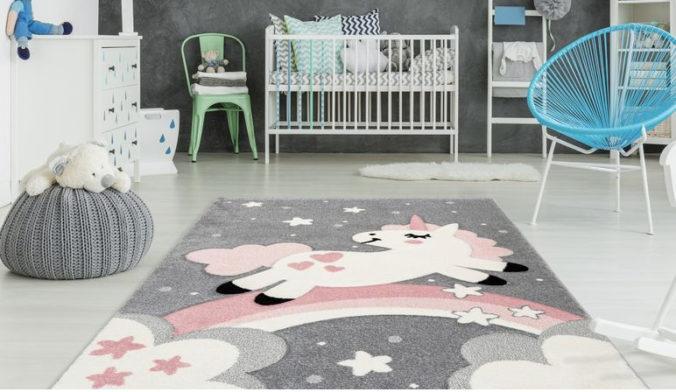 Kinderzimmer mit Einhorn-Teppich