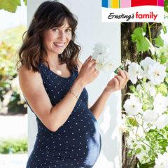 Schwangere Frau im Garten