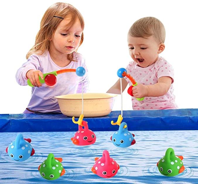 Kinder spielen mit Kinderangeln