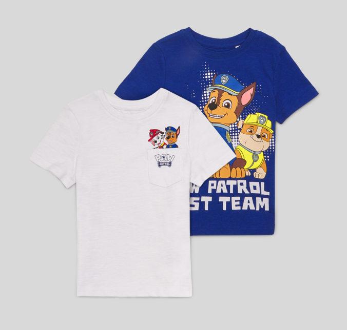 Ein blaues und ein weißes T-Shirt mit Par Patrol Print fuer Kinder