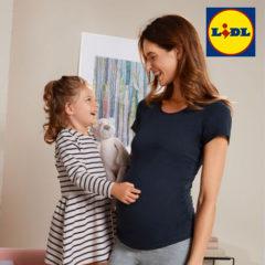 Mädchen und schwangere Frau lachen