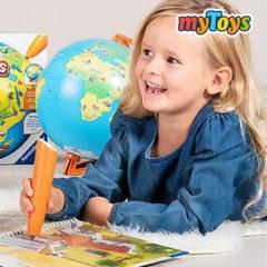 Mädchen spielt mit tiptoi