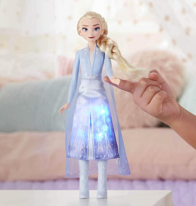 Elsa Puppe mit leuchtendem Kleid