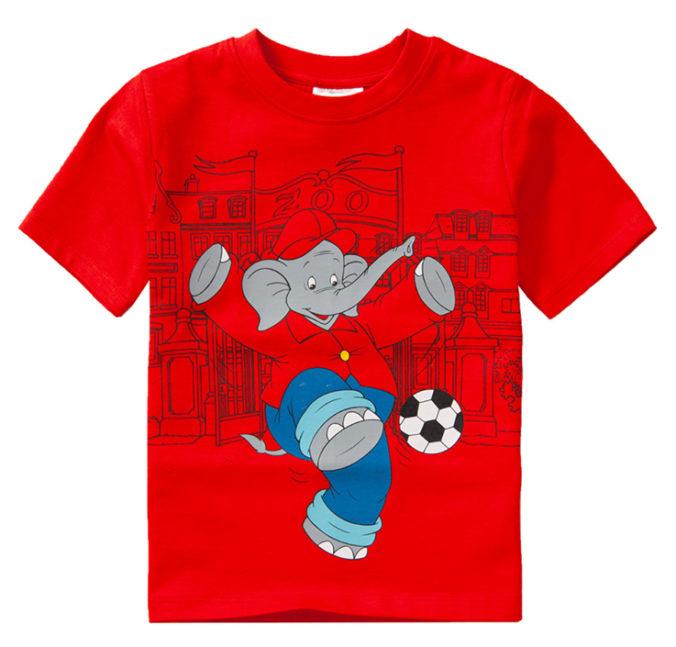 rotes T-Shirt mit Fußball speilendem Benjamin Blümchen