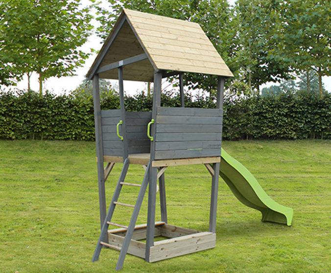 Spielhaus mit Sandkasten und Rutsche für Kinder