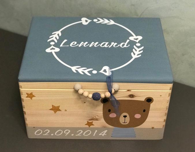 Personalisierbare Holzbox mit Motiv, Namen und Geburtsdatum