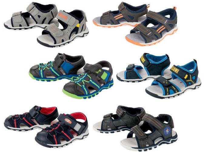 Verschiedene Sandalen für Jungen