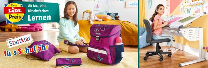 Mädchen in Kinderzimmer mit Schulsachen