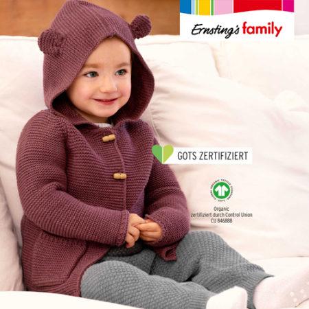 Baby in nachhaltiger Strickkleidung