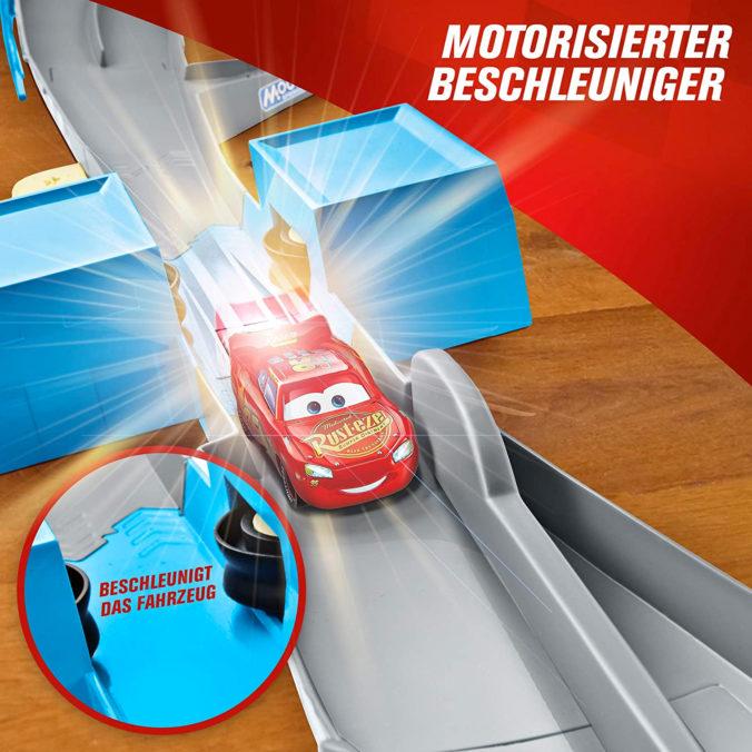 Cars Rennbahn mit motorisiertem Beschleuniger