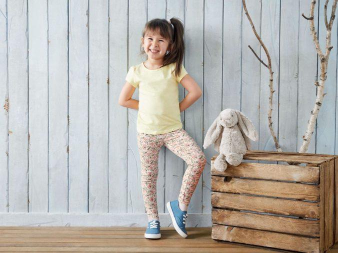 Mädchen mit Leggings