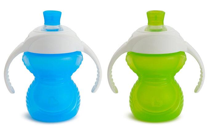 Blaue und grüne Click Lock Flasche von Munchkin