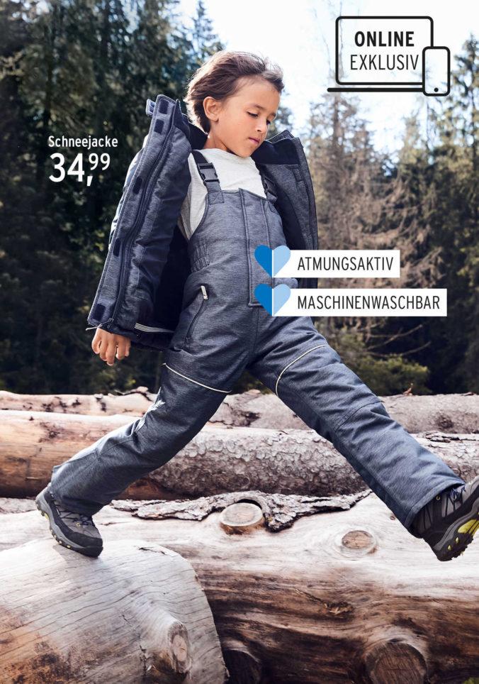 Junge in Schneekleidung läuft über Steine