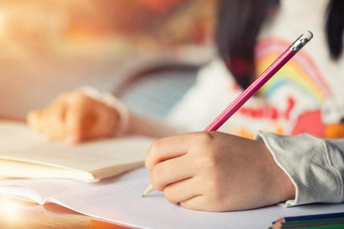 Kinderhand schreibt